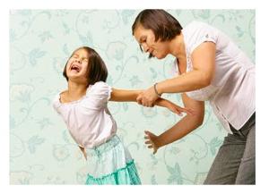 ابنتى تضرب أخاها الصغير وتعضه فماذا أفعل